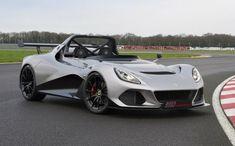La Lotus 3-Eleven promet une conduite digne d'un hypercar (environ 130 000 euros), Le passage de 0 à 100km/h se fait en 3 secondes. Sans pare-brise ni de portières, l'objectif de cette voiture est de faire ressentir au conducteur le moindre virage et réduire le poids au maximum. Wow.