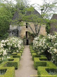 Château de Losse, Périgord, Dordogne, France - www.castlesandmanorhouses.com