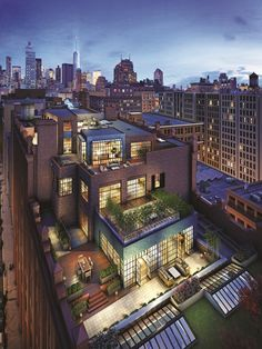 Architecture Offering magnificent views over the Manhattan skyline, this spectacular penthouse is po New York Penthouse, Manhattan Penthouse, Luxury Penthouse, Penthouse Apartment, New York Apartment Luxury, Penthouse Garden, Manhattan House, Manhattan Real Estate, Manhattan Apartment