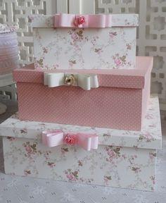 Trio de caixas de madeira com tecido                                                                                                                                                                                 Mais Arts And Crafts Box, Diy And Crafts, Shabby Chic Pink, Vintage Shabby Chic, Cardboard Paper, Craft Room Storage, Pretty Box, Craft Bags, Vintage Box