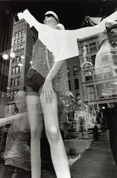 Lee Friedlander: New York Lee Friedlander, Aberdeen, History Of Photography, Artistic Photography, Street Photography, Documentary Photography, White Photography, Window Reflection, Eugene Atget