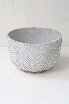 Malinda Reich Bowl No. 069 I like the simplicity of the shape. Malinda Reich Bowl No. 069 I like the simplicity of the shape. Pottery Wheel, Pottery Bowls, Ceramic Pottery, Slab Pottery, Ceramic Clay, Ceramic Bowls, Earthenware, Stoneware, Pottery Designs