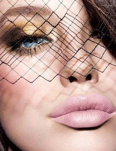 I LOVE this makeup look- Cant wait to try it with some Youngblood Cosmetic makeup asap!