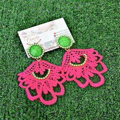 Resultado de imagen para como hacer zarcillos de torchon Dangle Earrings, Crochet Earrings, Lace Jewelry, Polymer Clay Jewelry, Apple Watch, Gadgets, Jewels, Fashion, Bracelets