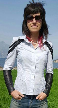 Camicia in cotone con inserti e lacci in finta pelle