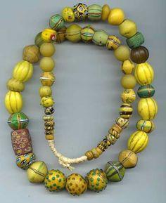 bijoux ethnique : collier de perles de verre africaines, jaune - vert