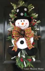 How To Decorate a Christmas Snowman Swag Burlap Christmas Tree, Christmas Swags, Holiday Wreaths, Christmas Snowman, Holiday Crafts, Christmas Ornaments, Primitive Christmas, Country Christmas, Winter Wreaths