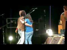 Pearl Jam - Leash (Hartford, 2008)  The luckiest woman EVer!!