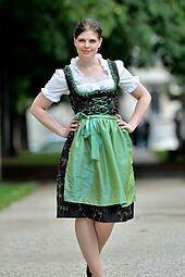 """"""" Ledirndlest une robe typique basée sur le vêtement traditionnel des paysannes desAlpes. Elle est portée dans plusieurs pays voisins: le sud de l'Allemagne(particulièrement enBavière), l'Autriche, laSuisseet le nord de l'Italie (Tyrol du Sud)."""".. https://fr.m.wikipedia.org/wiki/Dirndl"""