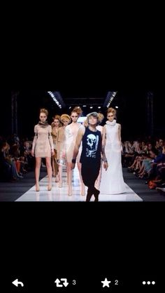 Givin them a run fo their money Ashton.<<I feel Harry should be in this pic too... doing that frolicking walk