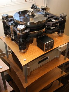 KRONUS TURNTABLE + AUDIO RESEARCH PHONO AMP.