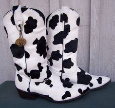 Talk about some wild women's cowboy boots. These babies put the COW in cowboy boot. Limited edition J. Chisholm with black and white cow print. For sale White Cowgirl Boots, Cowboy Boots Women, Westerns, Cow Decor, Cow Pattern, Accesorios Casual, Cute Boots, Cow Print, Women's Feet