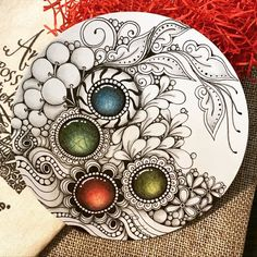 Dibujos Zentangle Art, Zentangle Drawings, Zentangle Patterns, Zantangle Art, Zen Art, Doodle Art Designs, Embroidery Neck Designs, Black And White Sketches, Doodle Coloring