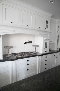 These 10 Rules to Create the Perfect White Kitchen are a must read before building or remodeling your kitchen. Perfect for a big or small white kitchen! Shaker Style Cabinet Doors, Shaker Style Kitchen Cabinets, White Shaker Kitchen, Shaker Style Kitchens, Kitchen Cabinet Styles, Small White Kitchens, Kitchen Buffet, Kitchen Decor, Kitchen Trends
