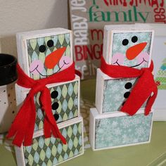 How to turn 2x4 wood into snowmen using paper, paint and vinyl. Cool idea if I ever have a craft booth
