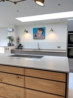 Bespoke handleless kitchens which are available in absolutely any RAL colour, any veneer and in any size. Supplying handle-less kitchens throughout London, the home counties and beyond. Kitchen Cost, Open Plan Kitchen Living Room, Kitchen And Bath, Kitchen Decor, Kitchen Ideas, Kitchen Layout, Contempory Kitchen, Handleless Kitchen, Plywood Kitchen