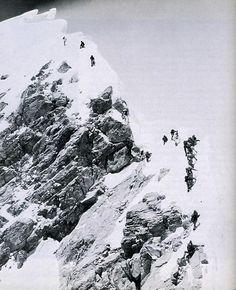 Scott Fischer took this photo of the Everest Summit Ridge looking up from the So Zhangjiajie, Machu Picchu, Mount Everest, Summit Everest, Climbing Everest, Nepal, Escalade, Mountain Climbing, Rock Climbing