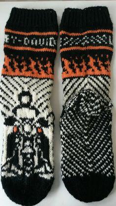 Harley Davidson - live to ride sukat kokoa lankana 7 veljestä. Knitting Socks, Harley Davidson, Cool Socks, Handicraft, Crocheting, Knitting Patterns, Knit Crochet, Diagram, Tricot