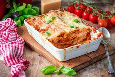 Lasagne on perinteinen italialainen ruokalaji, joka koostuu kerroksittain ladotuista pastalevyistä, jauhelihakastikkeesta sekä juustokastikkeesta. Parhaimmillaan lasagne on mehevän kostea ja täyteläinen. Vähärasvainen kalkkuna tuo vaihtelua ruokapöytään. Erityisen hyvin kalkkunan jauheliha sopii…