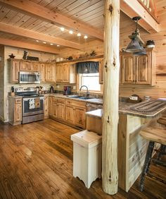 This unique small white kitchens is a very inspirational and impressive idea Rustic Cabin Kitchens, Log Home Kitchens, Rustic Kitchen Cabinets, Rustic Kitchen Design, Kitchen Interior, Country Kitchens, Kitchen Layout, Bathroom Interior, Bathroom Ideas