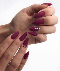 27 Breathtaking Designs for Almond Shape Nails Lovely dark red nails design for almond shape nails 30 Hot Almond Shaped NailBeautiful Nails Art + Cute Simple Nail Des Manicure Nail Designs, Almond Nails Designs, Red Nail Designs, Art Designs, Almond Shaped Nail Designs, Matted Nails, Almond Acrylic Nails, Autumn Nails Acrylic, Dark Red Nails