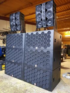 Every people love to listen there favorite song. If that song is playing on his/her car. when they are drive there fav… Pro Audio Speakers, Audiophile Speakers, Hifi Audio, Subwoofer Box Design, Speaker Box Design, Dj System, Audio System, Speaker Plans, Dj Setup
