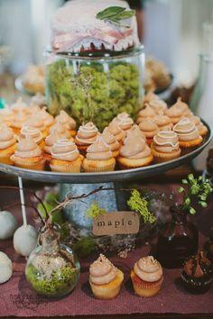 Maple wedding mini-cupcake display by Cupcake DownSouth in South Carolina | photo credit Angela Cox Photography