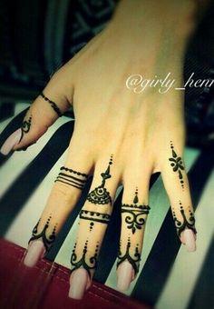 Finger Tattoo Designs, Henna Tattoo Designs, Small Tattoo Designs, Tattoo Designs For Women, Tattoo Small, Finger Tattoos, Henna Ink, Henna Body Art, Hand Henna