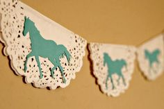 15 decor and food ideas for a horse themed party – JewelPie Horse Theme Birthday Party, First Birthday Banners, Cowgirl Birthday, Cowgirl Party, 4th Birthday Parties, 2nd Birthday, Horse Party Food, Birthday Ideas, Horse Crafts