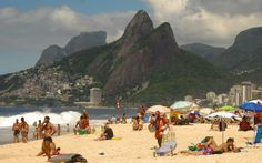Movimentação de banhistas na praia de Ipanema, no Rio de Janeiro