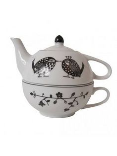 Black and white birdie teapot and cup for one Tea For One, My Cup Of Tea, Chocolate Pots, Chocolate Coffee, Cute Cups, Teapots And Cups, One Design, High Tea, Tea Time