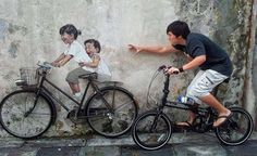 Little Children on a Bicycle As part of George Town Festival 2012 in Penang, Malaysia, Lithuania young artist Ernest Zacharevic created beautiful wall paintings, or mura 3d Street Art, Amazing Street Art, Street Art Graffiti, Street Artists, Graffiti Wall, Wall Murals, Banksy, George Town, Interactive Walls
