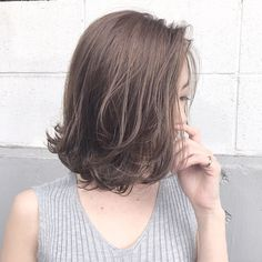 アッシュグレージュ . 秋を意識したアッシュも可愛い^ ^ . 担当 creative designer 【落合健二】の作るSTYLE ??? @kenjikunn1 https://www.instagram.com/kenjikunn1/?ref=badge . ぜひ落合に髪をやってもらいたい方、 ご予約やご相談、お仕事のご依頼、ご質問、等ありましたら、DMまたはLINEにてご連絡お待ちしてますね☆ . 絶対に可愛くします!! .