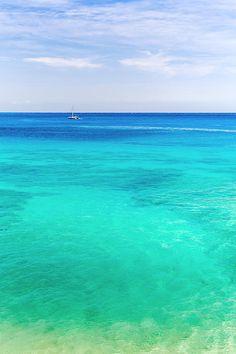 Makena beach, Maui, Hawaii with its 1000 shades of blue