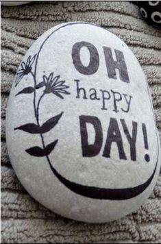 "The best DIY projects & DIY ideas and tutorials: sewing, paper craft, DIY. DIY Gifts Ideas 2017 / 2018 ""Oh happy day!"" ~ pebbles from Portugal, hand painted by Sabine Ostermann -Read Pebble Painting, Pebble Art, Stone Painting, Dot Painting, Stone Crafts, Rock Crafts, Rock Painting Designs, Paint Designs, Happy Rock"