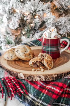 Best Chocolate Chip Cookies Recipe Ever - Between Two Coasts Cosy Christmas, Days Till Christmas, Christmas Feeling, Christmas Photos, Christmas Cookies, Christmas Coffee, Xmas, Christmas Background, Christmas Wallpaper