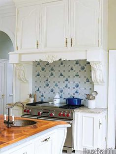 DO: Invest in strong and good-looking cabinets, you're opening and closing those doors all the time! Don't: Skimp on poor-quality. Design: Beverly Ellsley. Photo: Laura Moss. housebeautiful.com.  #kitchen #white_cabinetry #carved_woodwork
