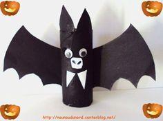 D Halloween Bricolage Diy Halloween, Adornos Halloween, Halloween Crafts For Kids, Halloween Activities, Halloween Ghosts, Halloween Decorations, Halloween Favors, Toilet Paper Roll Bat, Recherche Google