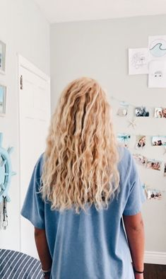 𝐏𝐈𝐍: @ 𝐚𝐥𝐞𝐱𝐚𝐧𝐝𝐫𝐚_𝐥𝐨𝐯𝐞𝐞 Blonde Curly Hair 𝕗𝕠𝕣 𝐚𝐥𝐞𝐱𝐚𝐧𝐝𝐫𝐚𝐥𝐨𝐯𝐞𝐞 Messy Hairstyles, Pretty Hairstyles, Hairstyle Men, Blonde Curly Hairstyles, Blonde Curly Hair Natural, Surfer Hairstyles, Wedding Hairstyles, Beach Hairstyles, Formal Hairstyles