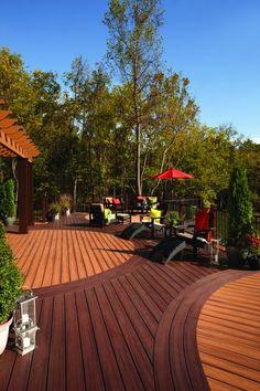 Garden Outdoor Deck Decor Ideas - TopXteriors www.es.topxteriors.com - Ideas de Decoración en Exteriores #Outdoor #Decor #Ideas #Deck #Pergola #Furniture #Patio #Landscaping #PlasticWood #Wood #Railing #Siding #Pergola #CostaRica #Nicaragua #Panama #Guatemala #ElSalvador #Trex #TopXteriors