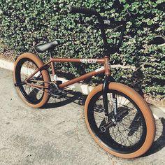 BMX with gum coloured vans tyres Bmx Street, Bmx Bike Parts, Bmx Bicycle, Bmx Gt, Bike Gadgets, Bike Photography, Bmx Freestyle, Design Tattoo, Custom Jeep