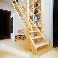 Drewniane schody policzkowe z wygodną poręczą dla dorosłych i dla dzieci