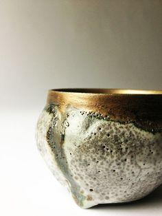 Textured ceramic bol