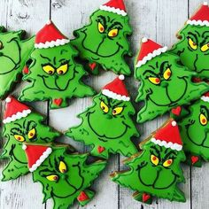Easy and Fun Christmas Treats for Kids to Make - Sugar Cookies - Annemarie Brder - Easy and Fun Christmas Treats for Kids to Make - Sugar Cookies Grinch Christmas Sugar Cookies - Grinch Party, Grinch Christmas Party, Christmas Sugar Cookies, Christmas Snacks, Christmas Cooking, Christmas Goodies, Christmas Cupcakes, Christmas Christmas, Holiday Cookies