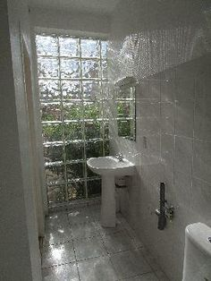 Salle de bain Small Space Bathroom, Ikea Bathroom, Glass Bathroom, Interior Design Kitchen, Bathroom Interior, Glass Block Shower, Glass Blocks Wall, Free House Plans, Mini Loft