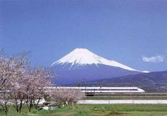 Mount Fuji in Japan with a Shinkansen and Sakura blossoms in the foreground Places To Travel, Places To See, Travel Destinations, Lonely Planet, Monte Fuji Japon, Tokyo To Kyoto, Tokyo Japan, Hiroshima Peace Memorial, Train