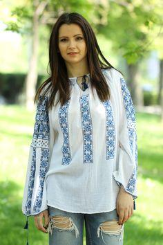Ie Românească Aura - Chic Roumaine Folk Costume, Costumes, Pakistani Dresses, Tunic Tops, The Incredibles, Popular, Embroidery, Traditional, Floral