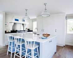 20 White Quartz Countertops - Inspire Your Kitchen Renovation Layout Design, Küchen Design, Design Ideas, Kitchen Pendant Lighting, Dining Room Lighting, Pendant Lights, Blue Kitchen Decor, Kitchen Dining, Kitchen Island