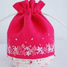 * . もう少し待てば、桜の季節がやってきますね♪ . . #刺繍#手刺繍#ステッチ#手芸#embroidery#handembroidery#stitching#needlework#자수#broderie#bordado#вишивка#stickerei#巾着#ハンドメイド#handmade