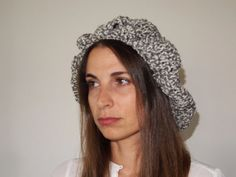 Two color handmade crechet  beret for women by quiosquedetrapos, €18.00